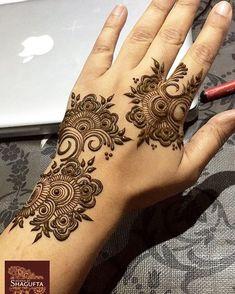 "Beautiful Hand Mehandi By: ""Henna by Shagufta"" Short Mehndi Design, Modern Henna Designs, Khafif Mehndi Design, Simple Arabic Mehndi Designs, Mehndi Design Pictures, Wedding Mehndi Designs, Mehndi Designs For Fingers, Henna Designs Easy, Beautiful Henna Designs"