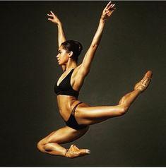 Misty copeland , danseuse a l american ballet : c est ma rockstar ❤️❤️❤️🙏 Misty Copeland, Ballet Poses, Dance Poses, Ballet Dancers, Ballerinas, American Ballet Theatre, Ballet Theater, Bolshoi Ballet, Ballet Photography