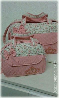 Bag Quilt, Duffle Bag Patterns, Baby Couch, Baby Doll Strollers, Backpack Tutorial, Cute Luggage, Painted Bags, Boys And Girls Clothes, Baby Diaper Bags