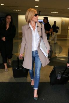 Fall / Winter - street chic style - cropped skinnies + grey stilettos + white shirt + khaki trench coat + black sunglasses