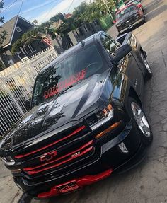 if you show up in this oooooh he is gonna beg to drive, just joking ladies tell him he is road side service, and only there to change tires, lol. Custom Chevy Trucks, Chevy Pickup Trucks, Gm Trucks, Chevy Pickups, Chevrolet Trucks, Cool Trucks, Chevy 4x4, Dropped Trucks, Lowered Trucks