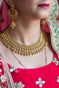 Gold necklace indian bridal jewelry - 30 bridal gold necklace designs to check out before buying your wedding jewellery! Gold Jewellery Design, Gold Jewelry, Jewellery Box, Jewellery Shops, Ear Jewelry, Craft Jewelry, Jewelry Holder, Jewelry Making, Amrapali Jewellery