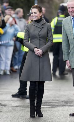 78 Times Kate Middleton Rewore Her Clothes Kate Middleton Outfits, Kate Middleton Stil, Estilo Kate Middleton, Princess Kate Middleton, Duke And Duchess, Duchess Of Cambridge, Princesa Kate, William Turner, Royal Dresses