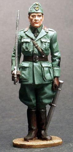 WW 032 ITALIAN INFANTRY OFFICER 1940