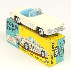 Corgi Toys 303S M-B 300 convertible w/ rare shaped spun wheels