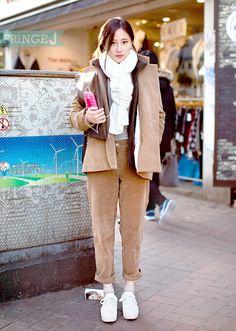 베이지 캐주얼 수트룩과 목도리로 포인트를 준 패션피플 (21) 학생/ 편집샵  Insta : Fringe_J 패션/FringeJ/프린지j/프린지제이/스트릿패션/스트릿/street fashion