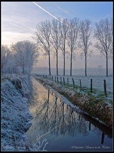 """❄Hiver❄ """"Sunset in the Polders"""" Assebroek, Bruges, Belgique. Photo de Bruno Misseeuw."""
