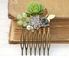 Green Wedding Hair Comb - Vintage Wedding Collage Hair Comb, Maid Of Honor, Bridesmaids Gifts. Bridal Hair, shabby chic - Vintage collection on Etsy, $59.00
