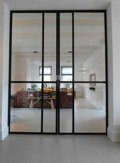 Gietvloer woonkamer, met stalen kozijnen Kitchen Doors, Steel Doors, My House, Loft, Luxury, Glass Doors, Inspiration, Furniture, Interior Ideas