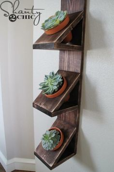 DIY Wall Planter with Succulents - Shanty 2 Chic Diy Wall Planter, Succulent Wall Planter, Diy Planters, Succulent Plants, Woodworking Projects Diy, Diy Wood Projects, Wooden Crafts, Diy And Crafts, Plant Holders