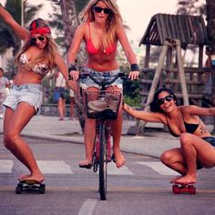 Happy Skater Chicks...#eleanorsnyc #perfectsummerbikeride