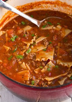 Lasagna Soup - 2 Tbsp extra virgin olive oil, divided 1 lb lean ground beef 1 large yellow onion, diced cups) 3 – 5 garlic cloves, to taste, minced 4 cups low-sodium chicken broth 1 oz) can petite diced tomatoes 1 … New Recipes, Crockpot Recipes, Soup Recipes, Dinner Recipes, Cooking Recipes, Healthy Recipes, Healthy Soup, Easy Recipes, Skinny Recipes