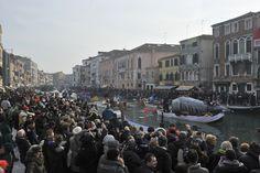 Festa Veneziana sull'acqua - seconda parte, domenica 24 gennaio 2016 - Corteo acqueo del Coordinamento Associazioni Remiere di Voga alla Veneta, festa lungo il Rio di Cannaregio a cura di AEPE