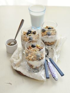 granola, blueberry and yogurt parfait.