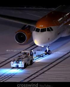 """Gefällt 11 Mal, 0 Kommentare - Bruno Lauper [17k] (@brunoboeing787) auf Instagram: """"Snowy Planespotting Zurich Airport • #gezbw #easyJet #planelapse #airplane #deicing #snowyplane…"""" Jet, Easy, Aviation, Aircraft, Train, Instagram, Air Ride, Plane, Zug"""