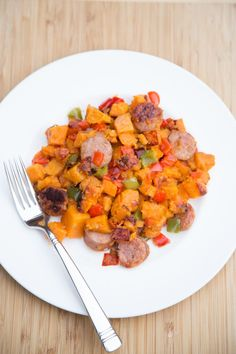 This Sweet Potato Chicken Sausage Hash is a phenomenal combination of sweetness, heartiness and warmth. It's a great skillet meal that will warm your tummy. Sweet Potato Recipes, Pork Recipes, Paleo Recipes, Dinner Recipes, Chicken Sausage Recipes, Turkey Recipes, Clean Eating, Healthy Eating, Healthy Food