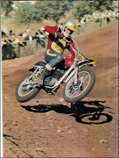 Early Husqvarna ziiping around the track. Suzuki Motocross, Motocross Love, Motocross Racing, Motocross Bikes, Vintage Motocross, Mx Bikes, Jim West, Old Scool, Dirt Bike Racing
