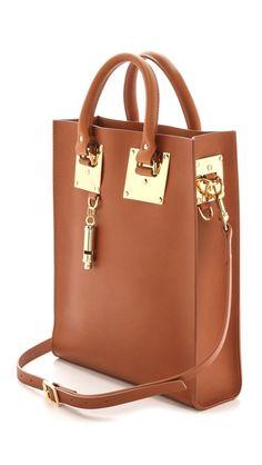 This tote is the perfect mix of #professionalism and sleek design. Totally on my #wishlist !