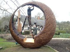 Tom Hare, Willow man: The 'Moon Seat' at Anne Hathaway's Cottage, Stratford-upon-avon. Outdoor Sculpture, Outdoor Art, Garden Sculpture, Outdoor Decor, Bamboo Architecture, Art And Architecture, Landscape Elements, Landscape Art, Twig Art