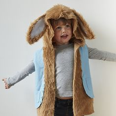 This super easy Peter Rabbit costume requires no neatening of seams, and has no hems to worry about, which means it can be made in no time at all! The sizing is for 3 – 4 year olds, who will have great fun wearing it while they are escaping from Mr McGregor!