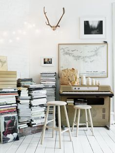 {Petra Bindel-stacks of books}