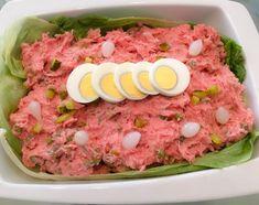 Roze Surinaamse slaatje, alweer saoto soep (omdat we er verslaafd aan zijn) en kipfilet blokjes gekruid voor satés straks. Als …