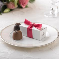 Wedding Truffle Favors: Personalized Chocolate Wedding Favor Boxes
