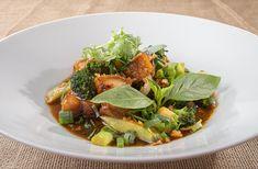 Crispy porc and broccoli stir fry 💛 . #tuktukeatasia #tuktukbucharest #eatasia #foodofbucharest #restaurantofbucharest #bucharest #bucuresti #romania #asianfood #asianculture #southeastasia #tuktuk