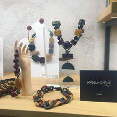 Le creazioni di Angela Caputi, regina di preziosi bijoux conosciuta in tutto il mondo, selezionata da Artempo Manifatture Design per il…