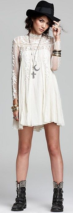 People Fall Looks like a Hannah Dress to me. How stinking cute is this! Love these boots with the lacy dress!Free People Fall Looks like a Hannah Dress to me. How stinking cute is this! Love these boots with the lacy dress! Look Boho, Look Chic, Bohemian Mode, Bohemian Style, Bohemian White Dress, Bohemian Gypsy, Hippie Style, Love Fashion, Autumn Fashion