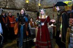 Paula Herold, die Bertholdin  beim Hochzeitstanz  auf Burg Querfurt- Sie  stattet seit 20 Jahren historische Hochzeiten aus  - egal ob nordisch, hochmittelalterlich oder im Rokokostil.   http://www.mz-web.de/image/view/2006/0/15/19149330,15483863,dmData,000820002008e4%2B%2525281134400768838%252529.jpg