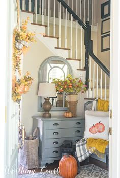 Your Foyer Is The Best Place To Welcome Fall Into Your Home #FallDecor #Foyer #Autumn #Fall