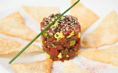 Fresh Tuna And Avocado Tartare - Free recipes at Recptenbundel.nl - Fresh Tuna And Avocado Tartare is really delicious! The different flavor combinations of the fresh - Seafood Recipes, Wine Recipes, Gourmet Recipes, Cooking Recipes, Healthy Recipes, Best Avocado Recipes, Good Food, Yummy Food, Meals