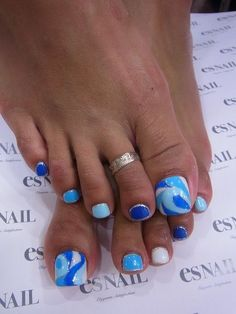 Deep Blue and Pale Blue Toe Nails via
