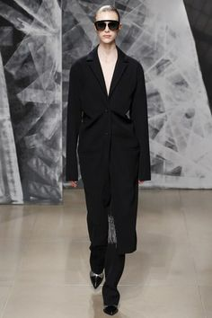 See the complete Jil Sander Fall 2016 Ready-to-Wear collection.