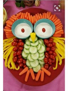 Good vegetable tray for a Halloween party Owl Veggie rezepte snacks 9 Stuffed-Avocado Recipes For Almost Every Meal of the Day Party Trays, Snacks Für Party, Party Appetizers, Bug Snacks, Fruit Party, Christmas Appetizers, Fruit Snacks, Kids Fruit, Owl Party Food