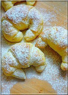 Limara péksége: Csokis-gesztenyés sodort kifli Hungarian Desserts, Hungarian Recipes, Sweets Recipes, Baking Recipes, Bread Dough Recipe, Sweet Buns, Eat Seasonal, Sweet Cookies, Exotic Food