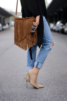 Boyfriend jeans, Gina Tricot / fringe bag and nude heels, Mango // Beauty Box blog