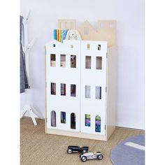 This Manhattan bookcase will look great in any playroom, bedroom or Study. This bookcase is sturdily constructed from solid birchwood and painted in non-toxic, lead free paint
