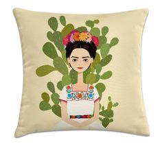 capa de almofada Frida Kahlo Altura: 40cm Largura: 40cm Profundidade: 15cm Peso: 320g Marca: Kombigode Verso: Preto (Para ser estampa frente e verso existe um acréscimo de 9 reais) Capa produzida em microfibra importada com zíper invisível