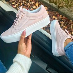 54 Trendy Ideas For Sneakers Vans Men Footwear Vans Old Skool, Sneakers Fashion, Fashion Shoes, Women's Sneakers, 90s Fashion, Light Pink Sneakers, Fashion Outfits, Fashion Hair, Fashion 2017