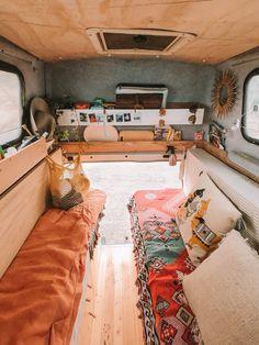 I love this lovely van life decor Bus Life, Camper Life, Van Interior, Interior Design, Van Vw, Van Home, Van Living, Living Room, House On Wheels