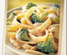 Recipe Clone of Yummy Chicken & Broccoli Fettuccine by Lyn McCormick, learn to make this recipe easily in your kitchen machine and discover other Thermomix recipes in Main dishes - meat. Fettuccine Recipes, Chicken Fettuccine, Fettuccine Alfredo, Alfredo Sauce, Wrap Recipes, Dinner Recipes, Dinner Ideas, Dinner Menu, Chicken Brocoli