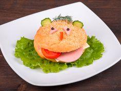 C'est pas beau de tirer la langue ! Halloumi Burger, Salmon Burgers, Hamburger, Sandwiches, Cute Food, Party Time, Menu, Chicken, Ethnic Recipes