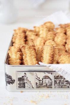 Cafe Amaretto - Ciasteczka z maszynki Dessert Dishes, Cookie Desserts, Cookie Recipes, Dessert Recipes, Spritz Cookie Recipe, First Communion Cakes, Gateaux Cake, Sweets Cake, Polish Recipes