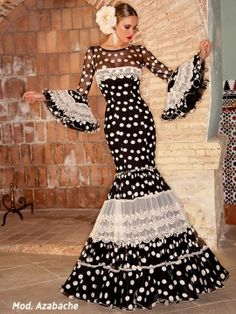 vestido-espalda-azabache Flamenco Costume, Flamenco Dancers, Flamenco Dresses, Spanish Dress, Elegant Dresses, Formal Dresses, Fashion Design Drawings, Themed Outfits, Fashion Books