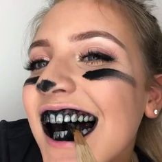 our charcoal teeth whitening powder made simple! This natural formula allows for brigther smile and whiter teeth with a simple DIY teeth whitening solution. Teeth Whitening That Works, Teeth Whitening Remedies, Charcoal Teeth Whitening, Natural Teeth Whitening, Whitening Kit, Activated Charcoal Teeth, Teeth Bleaching, Stained Teeth, White Teeth