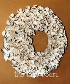 Love this simple wreath! Lindsey's directions for making it are here, http://makelyhome.com/librarians-please-avert-your-eyes/  ,but I love the burnt look that Amy gave it. Put both ideas together... nice.