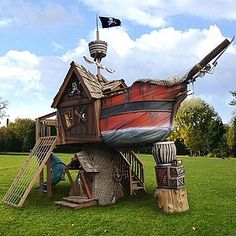 Pirate ship play house.  I wish I had this when I was little!!!  (Let's face it, I wish I had it now)