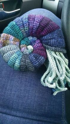 Ammonit pattern by Tanja Osswald 2019 andere farben. idee is gut The post Ammonit pattern by Tanja Osswald 2019 appeared first on Yarn ideas. Crochet Home, Crochet Crafts, Yarn Crafts, Free Crochet, Knit Crochet, Crochet Pillow, Ravelry Crochet, Stitch Crochet, Tunisian Crochet